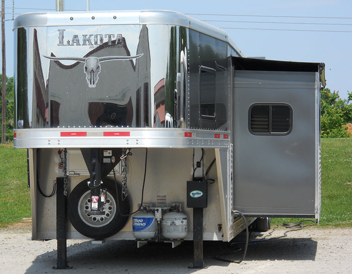 Gooseneck horse trailer with slide out living quarters